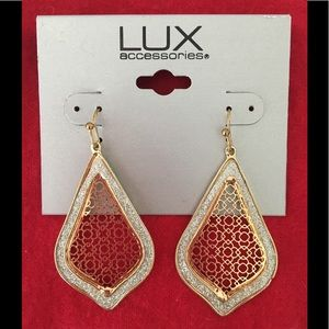🆕 Lux Accessories pierced earrings